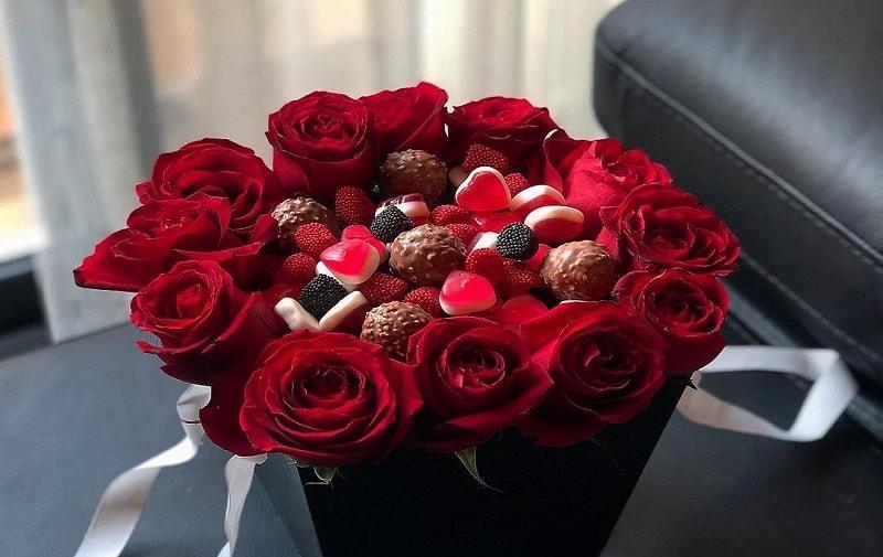 بسته گل و شکلات ولنتاین