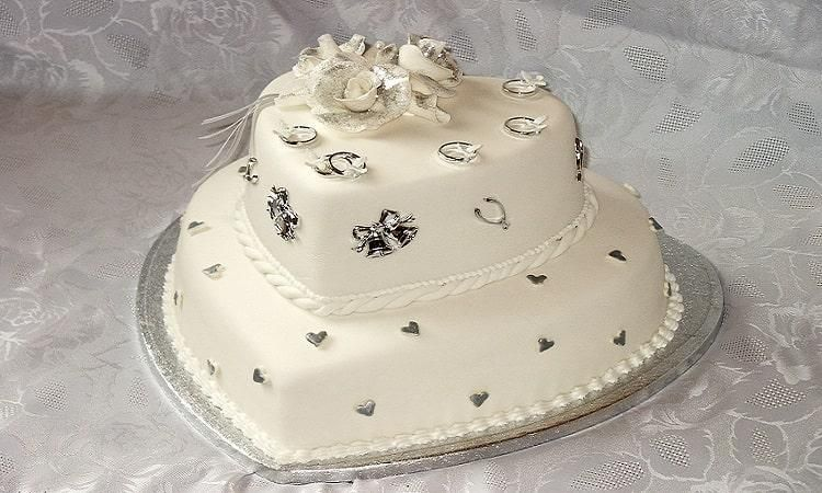 تزیین کیک بله برون