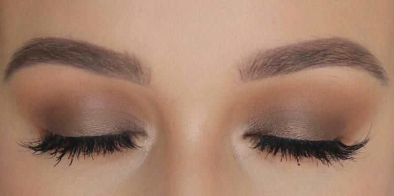 استفاده از ریمل برای تکمیل آرایش چشم ساده