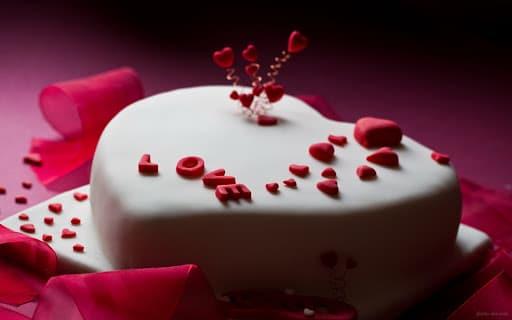 تزیین کیک تولد عاشقانه