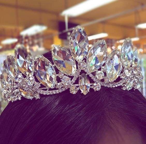 تاج عروس ملکه ای