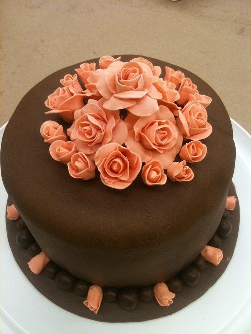 تزئین کیک شکلاتی