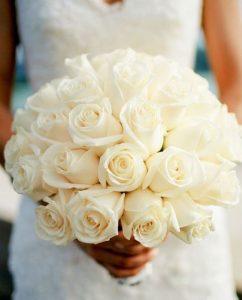 دسته گل عروس با رز سفید